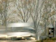 Un photo radar sur une route française.