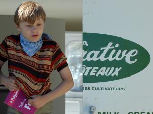 Le jeune Antoine L'Écuyer joue le rôle de Léon.