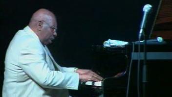 Oliver Jones inaugure la salle l'Astral, de la Maison du jazz, à Montréal