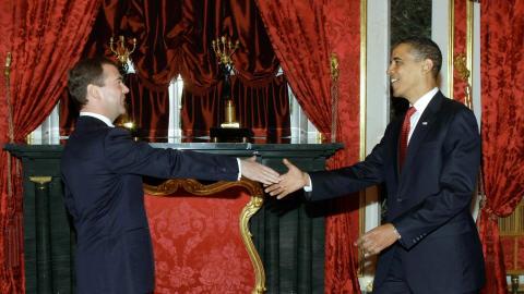 Le président américain Barack Obama reçu par son homologue russe Dimitri Mevedev.