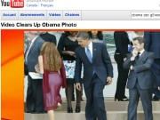 Barack Obama semble regarder la jeune femme