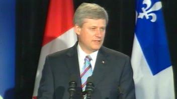 Le premier ministre Stephen Harper en conférence de presse