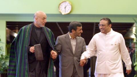 Hamid Karza�, Mahmoud Ahmadinejad et Asi Ali Zardari (de gauche � droite) lors d'un sommet � T�h�ran en mai dernier
