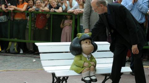 Le dessinateur Quino était présent lors de l'inauguration de la statue consacrée à son personnage de Mafalda.