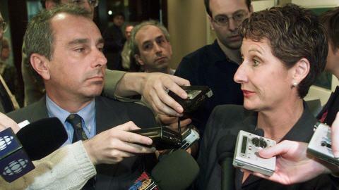 [US]     Les Grand Reportages-La Femme Qui Ne Se Voyait Plus Aller