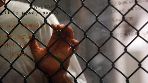 Guantanamo ne fermera pas en janvier 2010 dans actualité AFP_091101guantanamo-prisonnier_8