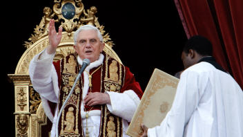 Vatican : Le pape pardonne à Susanna Maiolo... AFP_091225pape-urbi-orbi_6