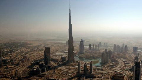 Duba ils ont construit la 2e tour de babel for Ils ont construit