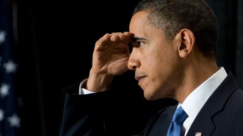 Le président Obama se voile les yeux en écoutant la question d'un représentant républicain vendredi dernier.