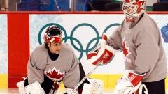 Les gardiens Roberto Luongo et Martin Brodeur lors de l'entraînement de l'équipe canadienne de hockey.