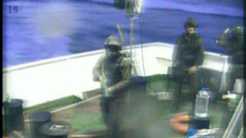 Image de la télévision turque Cihan News Agency montrant des soldats de la marine israélienne sur le bateau turc Mavi Marmara qui se dirigeait vers la bande de gaza, le 30 mai 2010.