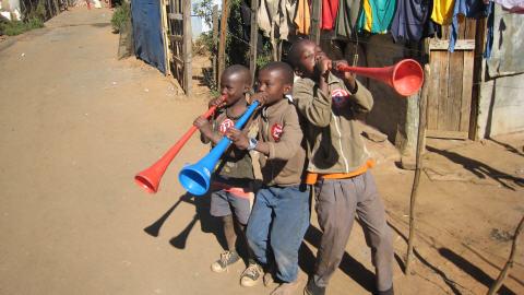 Des artistes de la vuvuzela