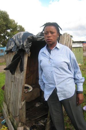 Thelma et la toilette publique plus qu'insalubre