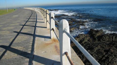 Promenade le long de la mer