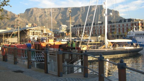 Le massif Table Mountain, vu de Waterfront