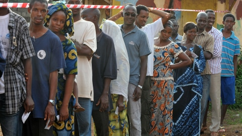http://img.src.ca/2010/06/27/480x270/AFP_100627elections-guinee-dimanche_8.jpg