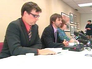 Des environnementalistes ont tenu une conférence de presse pour attirer l'attention des premiers ministres sur les changements climatiques.