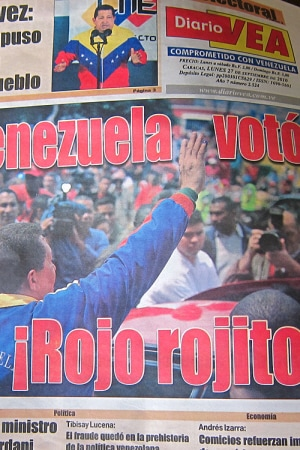 � Le Venezuela vote rouge, bien rouge �, titre le journal gouvernemental <I>VEA</I>.