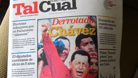 « Chavez défait », affiche le quotidien.