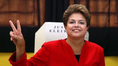 Dilma Rousseff, candidate du Parti des travailleurs, a voté dans la ville de Porto Alegre.
