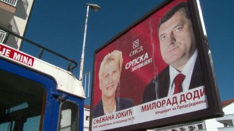 Une affiche du chef des Serbes de Bosnie, le nationaliste Milorad Dodik, réélu à la tête de la Republika Srpska