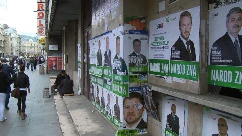 Des affiches de Bakir Izetbegovic, un homme à la réputation de modéré, élu par les Bosniaques musulmans