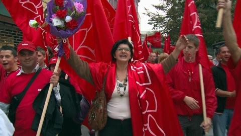 Le SPD (Parti social-démocrate), multiethnique et présent à la grandeur du territoire a fait campagne en se démarquant des partis nationalistes.