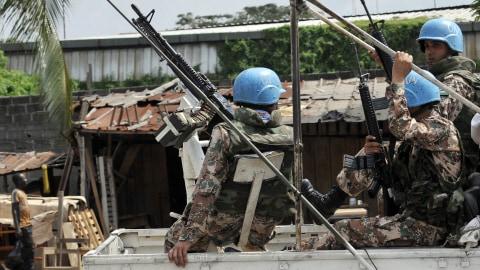 Pour la Côte d'Ivoire le FMI et Sarkozy se découvrent une fibre démocratique AFP_101225cote-divoire-soldats-onu_8