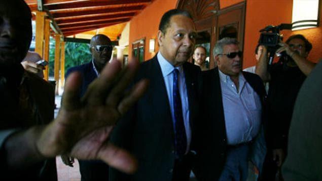 Jean-Claude Duvalier devant l'Hotel Karibe à Port-au-Prince le 20 janvier 2011