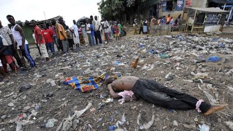 Un corps découvert dans un quartier d'Abidjan après de violents heurts entre des partisans favorables à Alassane Ouattara et les forces de l'ordre.