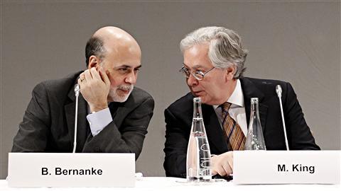 Le G20 s'attaque aux déséquilibres mondiaux AFP_110218_c3570_bernanke-g20-paris_8