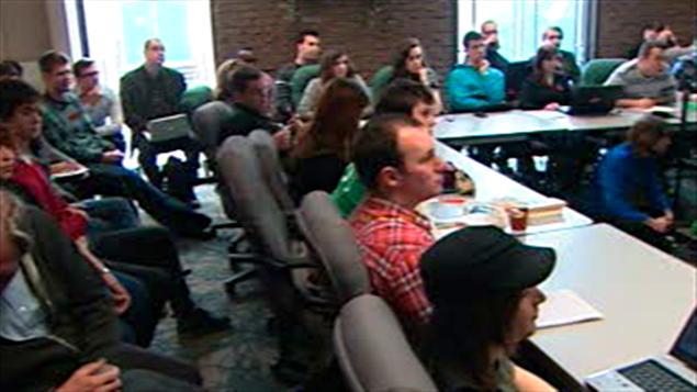 طلاب في معهد في ضاحية مونتريال يناقشون مفاعيل القانون 101