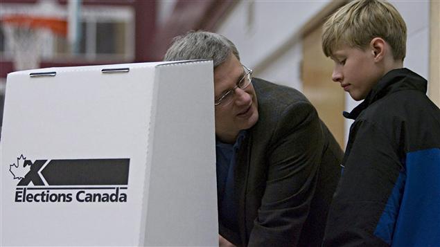 Le premier ministre canadien Stephen Harper lors du scrutin fédéral du 14 octobre 2008.
