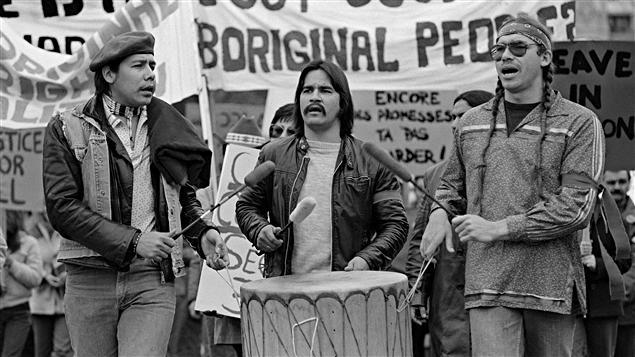 Des Autochtones manifestent à Ottawa, en 1981, pour réclamer que la Constitution reconnaisse leurs droits.