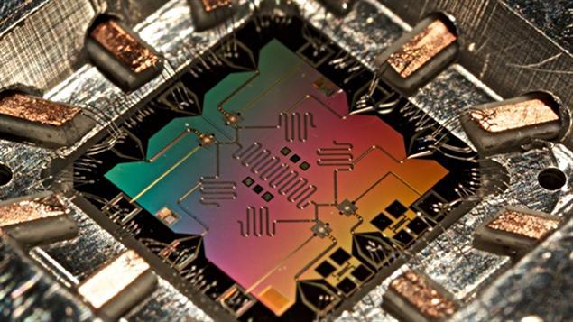 Une puce contenant des circuits quantiques