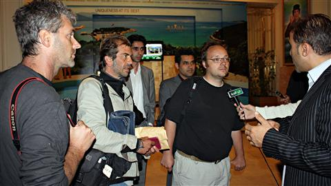 Trois journalistes arrêtés la semaine dernière ont été libérés au cours des dernières heures. De gauche à droite : le photographe Joe Raedle, de Getty Images, le photographe Roberto Schmidt, de l'AFP, et le journaliste Dave Clark, aussi de l'AFP.