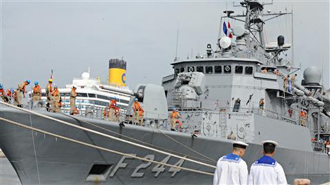 Un des cinq navires du Groupe maritime permanent de l'OTAN, au port de Casablanca, en septembre 2010.
