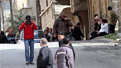 Des militants antigouvernementaux se rassemblent à Deraa, le 23 mars 2011.