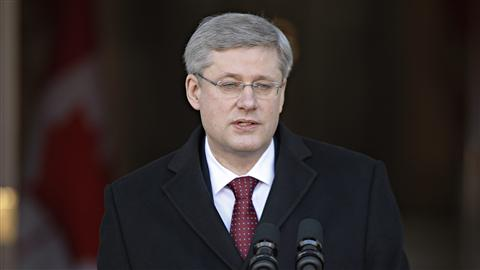Le chef conservateur, Stephen Harper, � sa sortie de Rideau Hall.