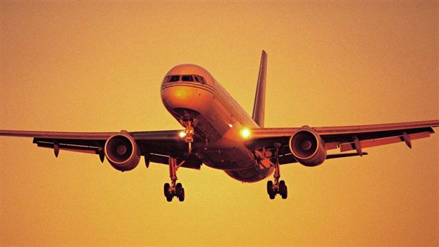 Cinq choses savoir avant de voyager en avion l 39 apr s midi porte conseil ici radio canada - Film porte avion voyage dans le temps ...