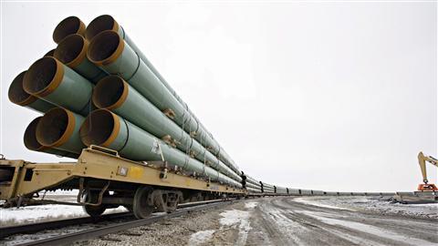 Des tuyaux du premier projet de pipeline Keystone arrivent à Milton, au Dakota du Nord (archives)