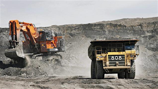La mine de sables bitumineux Albian Sands, près de Fort McMurray, en Alberta