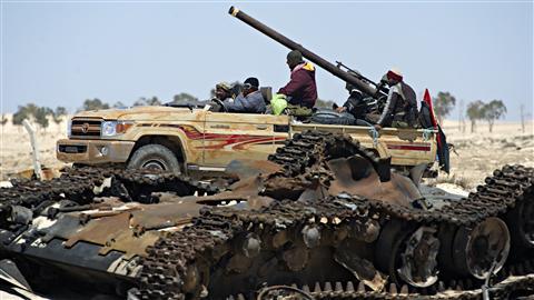 Les insurgés libyens peinent à s'imposer face aux troupes kadhafistes