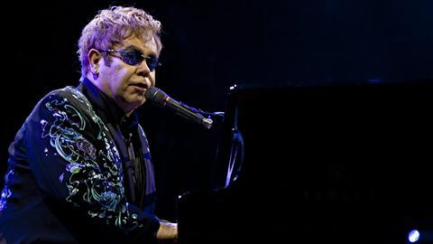 Elton John en spectacle à Londres, en janvier 2011