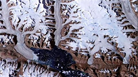 Glaciers de l'Arctique canadien dans la baie de Dobbin