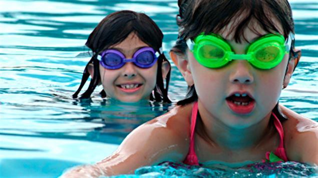 Environ 58 % des Canadiens ont admis récemment avoir uriné dans une piscine au moins une fois dans leur vie selon un sondage mené auprès de 9 500 personnes par le site web Travelocity.