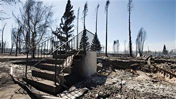Les restes d'une maison de Slave Lake, ravagée par un incendie de forêt le 15 mai dernier.