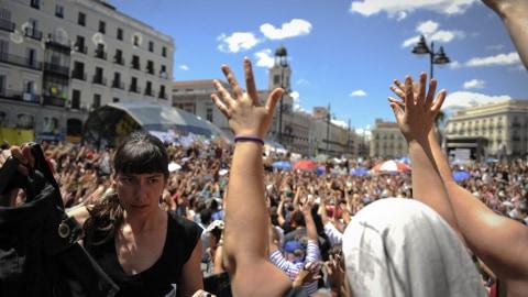 Des manifestants sur la place Puerta del Sol, au centre de Madrid (20 mai 2011)