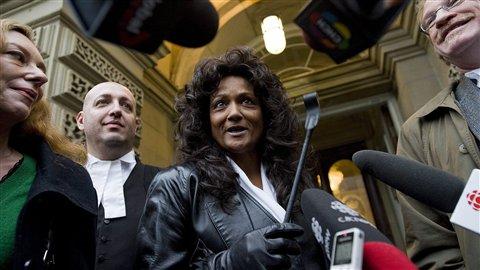 La dominatrice Terri-Jean Bedford s'adresse aux médias à Toronto, en novembre 2010.