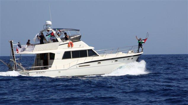 Le bateau français Dignity - Al Karama dans la méditerranée, le 25 juin, s'apprête à rejoindre les autres navires de la flottille.